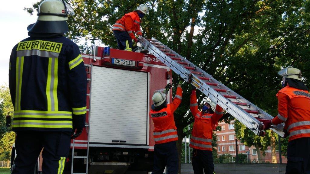 Ausbildung tragbare Leitern beim 1. Zug