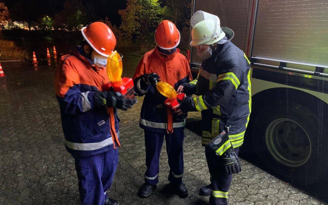 Gemeinsamer Dienst der Jugendfeuerwehr und Einsatzabteilung in Altenhagen