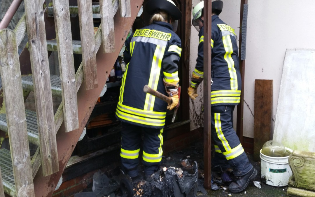 Mülltonnenbrand greift auf Wohngebäude über