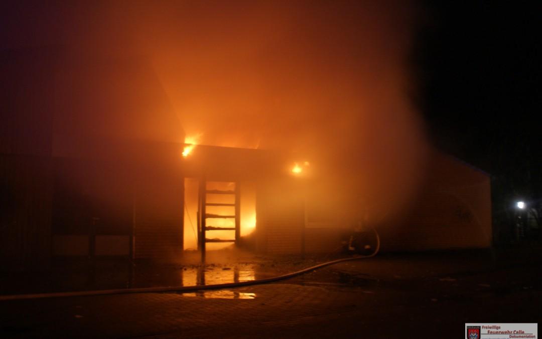Brennt Werkstattgebäude