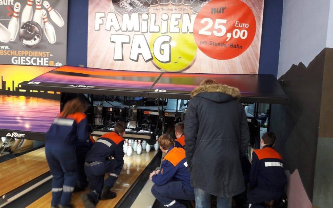 Strike … und jetzt? – Jugendfeuerwehr besucht Bowlingbahn