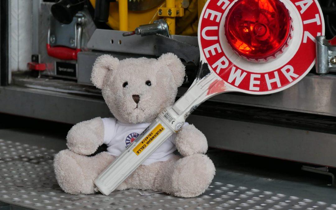 Tröster-Teddys für die Feuerwehr Celle