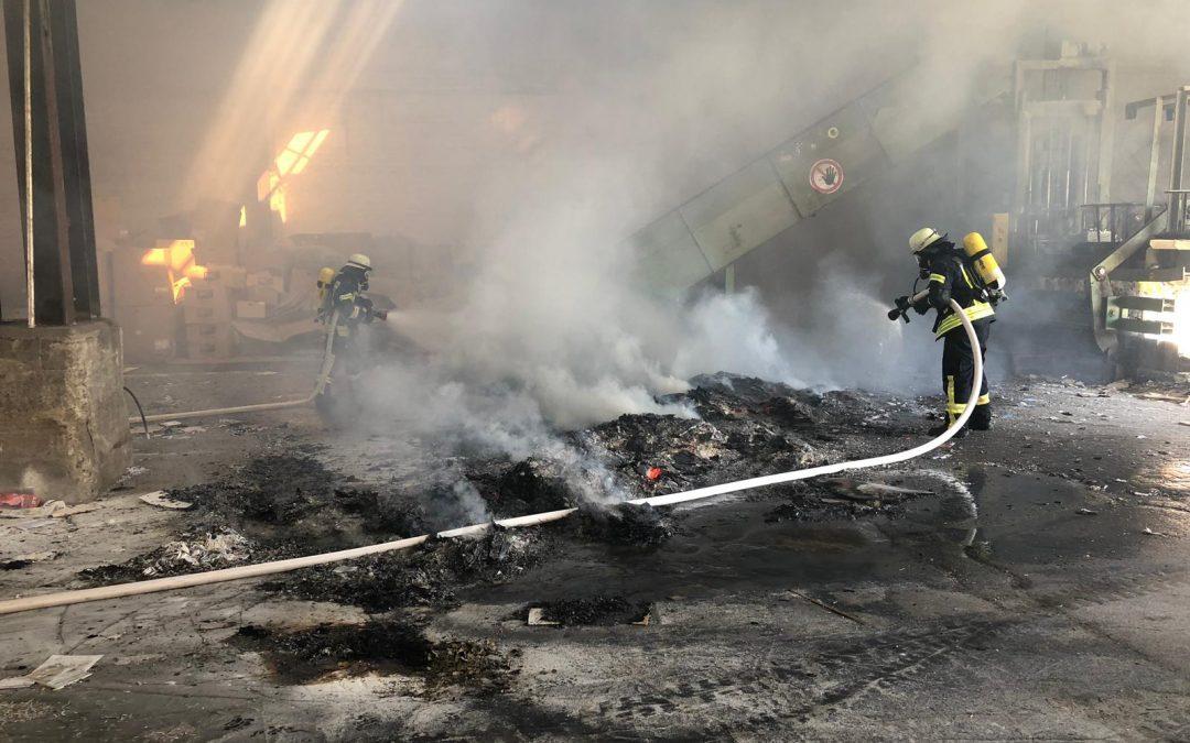 Feuer in Werkhalle