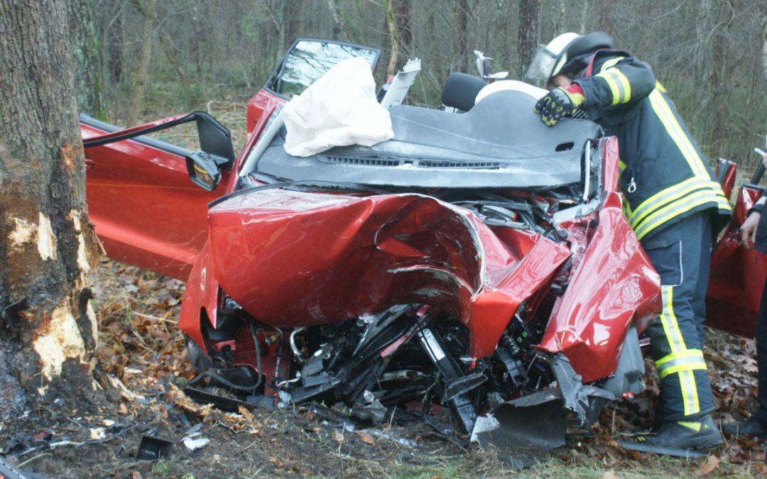 Schwerer Verkehrsunfall – eingeklemmte Person