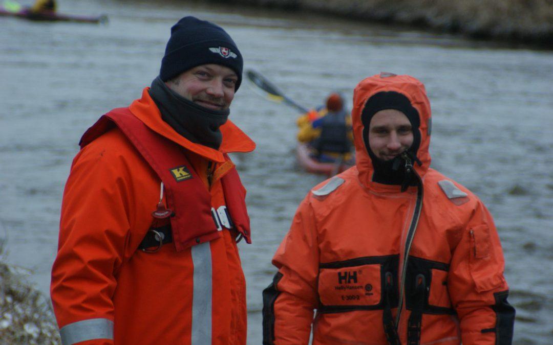 Eisfahrt der Celler Paddelvereine – Tauchergruppe der Celler Feuerwehr hat eine helfende Hand!