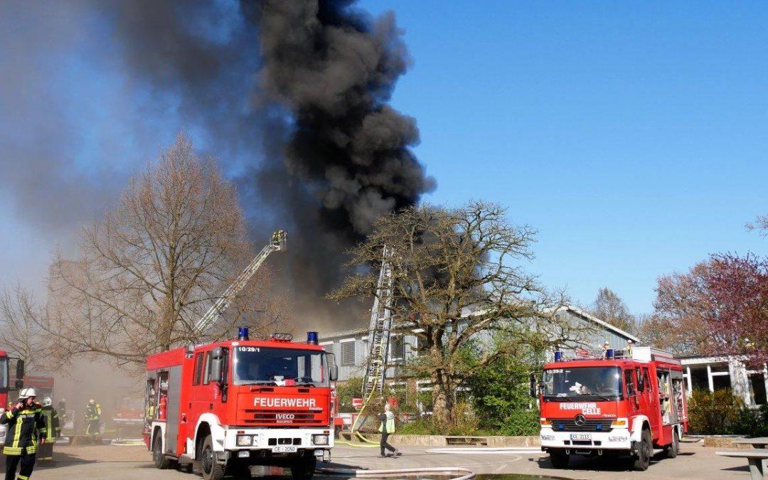 Brennt Schulgebäude *Video*