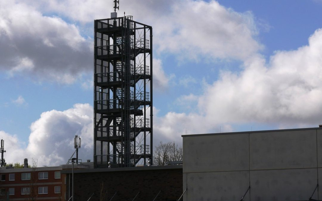 April, April … Übungsturm der Hauptwache wird Feuerwachturm