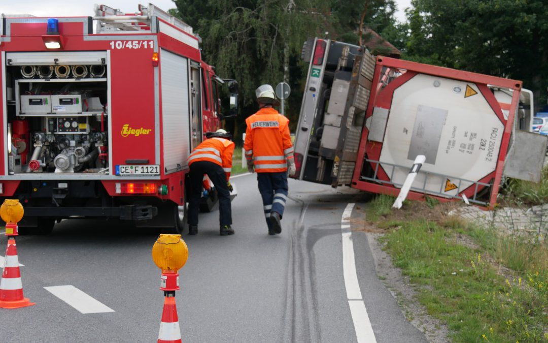 Tanklastzug umgestürzt
