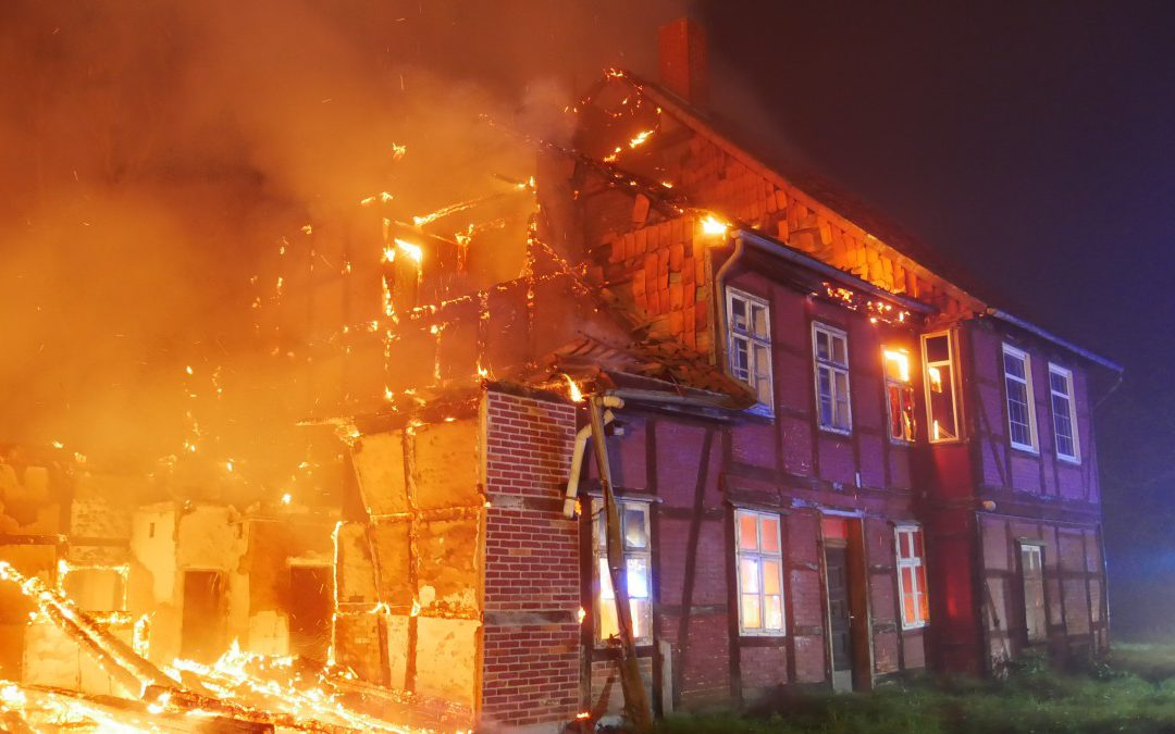 Bauernhaus in Vollbrand *Video*