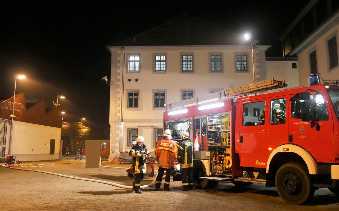 """Eine Tür die zufällt – bleibt  zu""""! – Übung in der Justizvollzugsanstalt Celle"""