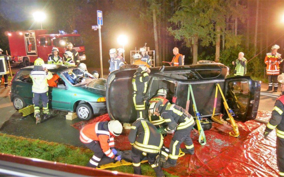 Einsatzübung Verkehrsunfall / MANV *Video*