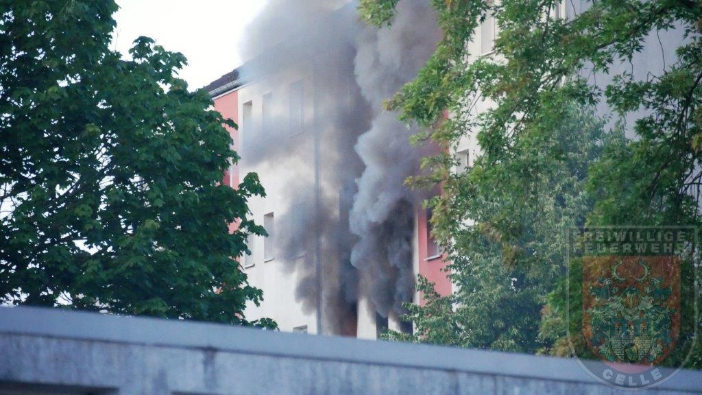 Wohnungsbrand – 13 Verletzte