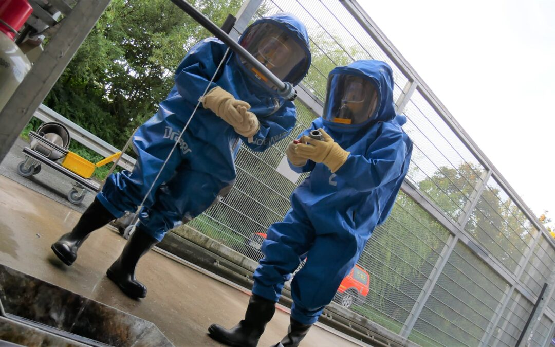 Chemie- Strahlenschutzzug übt den Ernstfall in Baumarkt